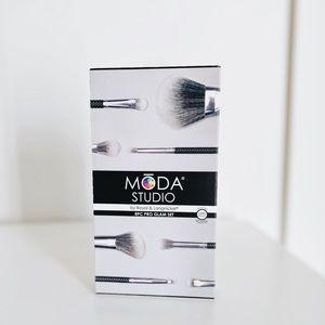 MŌDA® Studio 8pc Pro Glam makeup Brush Set